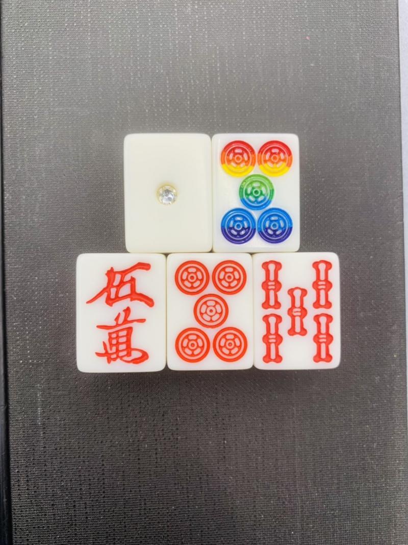 三重県で虹⑤筒入りの麻雀が打てるのはクランキーだけ♪